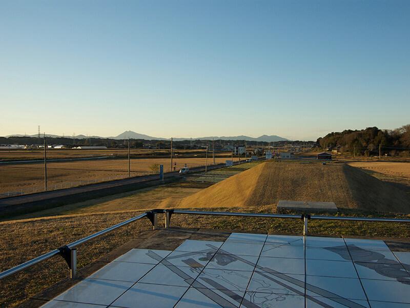 古墳の上からは筑波山が見えます