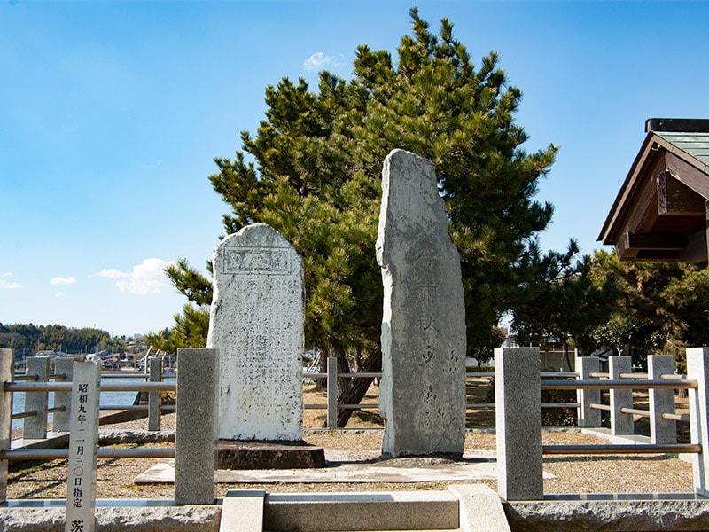 斉昭の句と名勝広浦の石碑