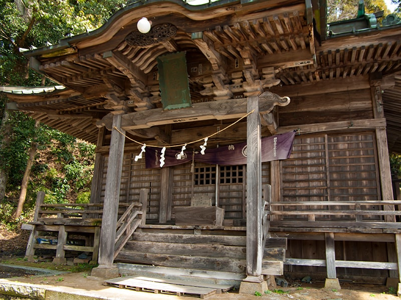 蚕影神社の外観(右から)