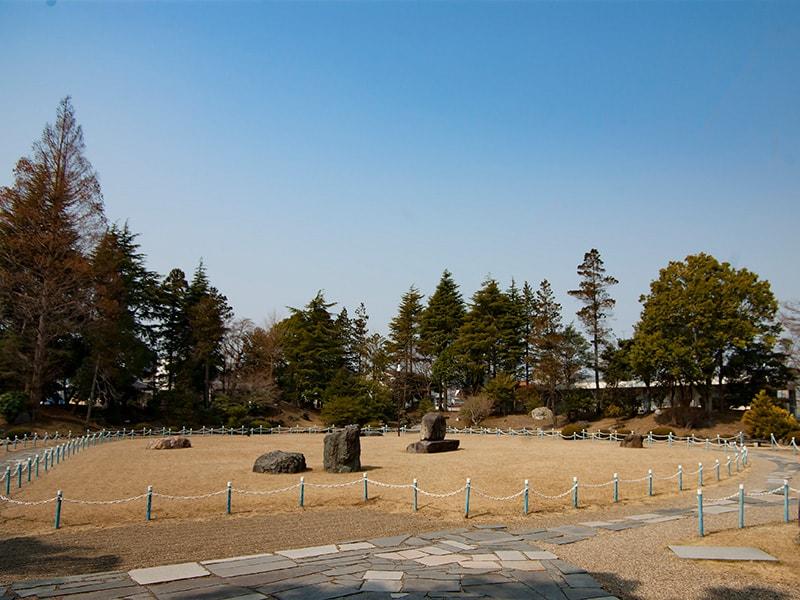 雄翔園の中央芝生