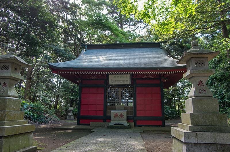 蚕霊神社社殿