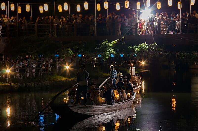 夜の嫁入り舟