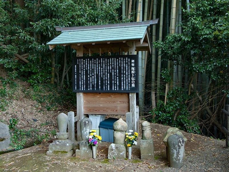 塚原卜伝の墓1