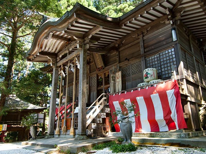鷲子山上神社本殿