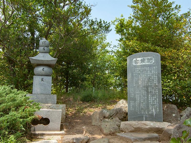 黒坂命古墳の石碑
