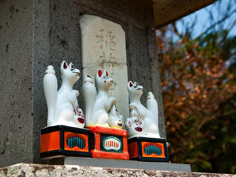 黒坂命古墳内の稲荷神社