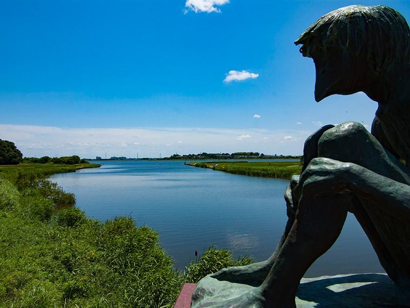 稲荷川とかっぱの石像