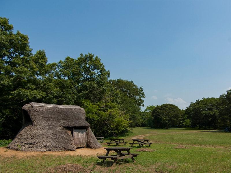 陸平貝塚の復元された古代住居