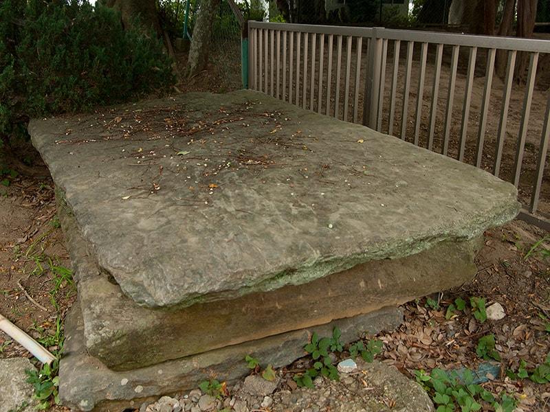 瀧夜叉姫?の石棺に使われた石畳