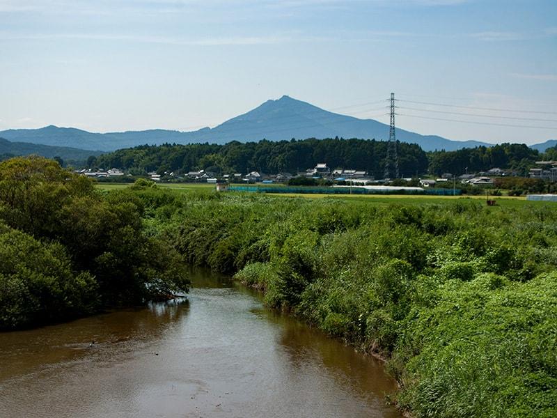 粟田橋から見る恋瀬川と筑波山