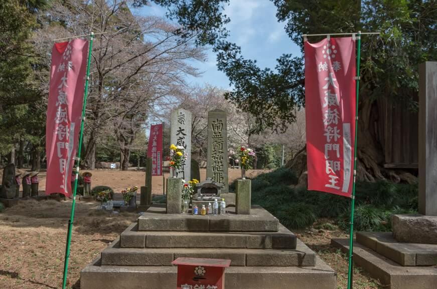 南無阿弥陀佛の碑と大威徳将門明王の碑