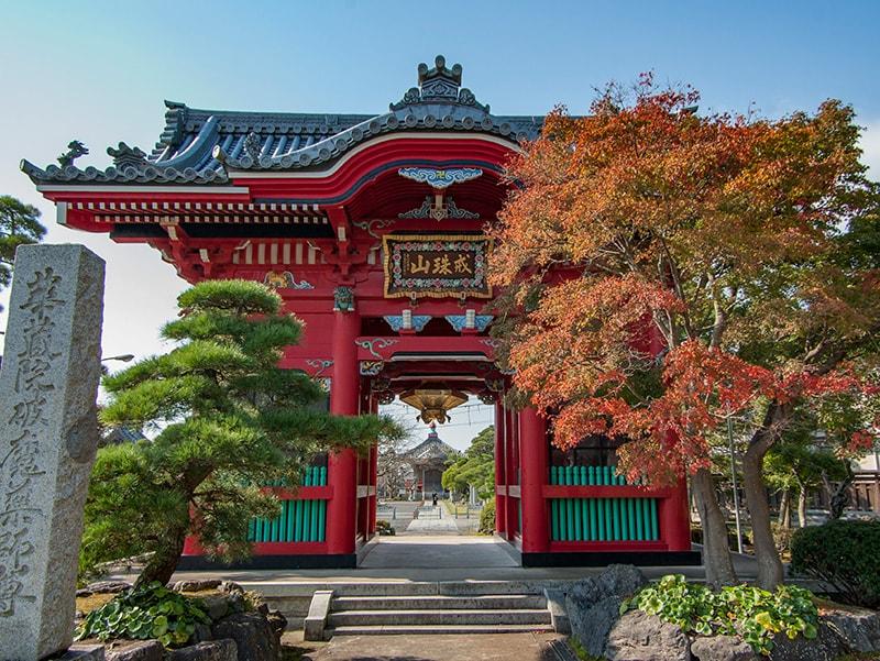 華蔵院の仁王門