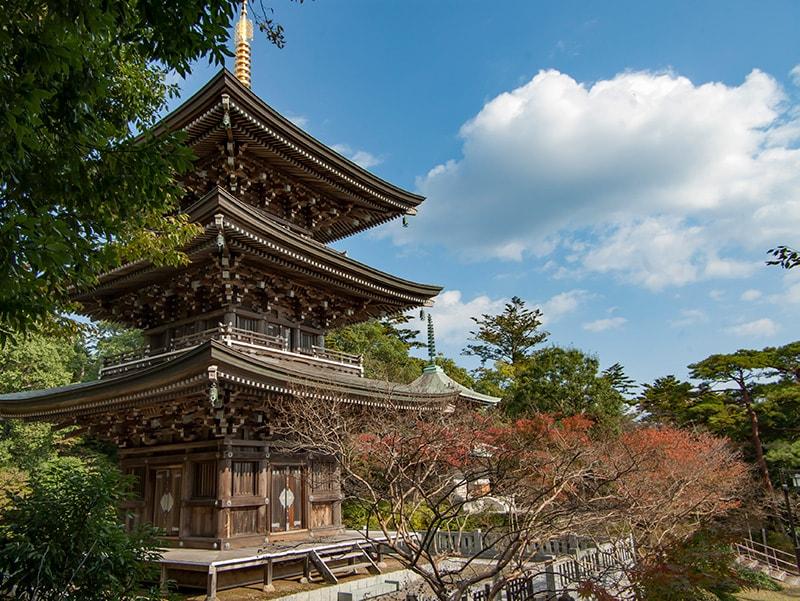 三重塔と奥の院