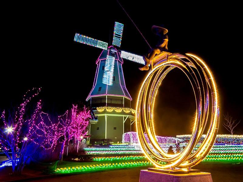 オランダ型風車のイルミネーション