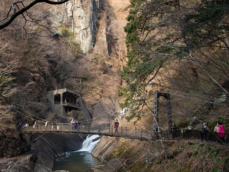 袋田の滝前の吊り橋
