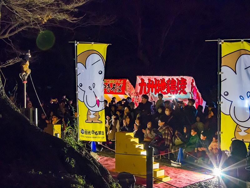 夜のお猿ショー