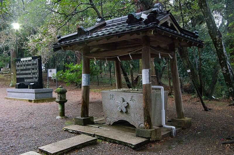 鹿島海軍航空隊基地の神社にあった手洗い石