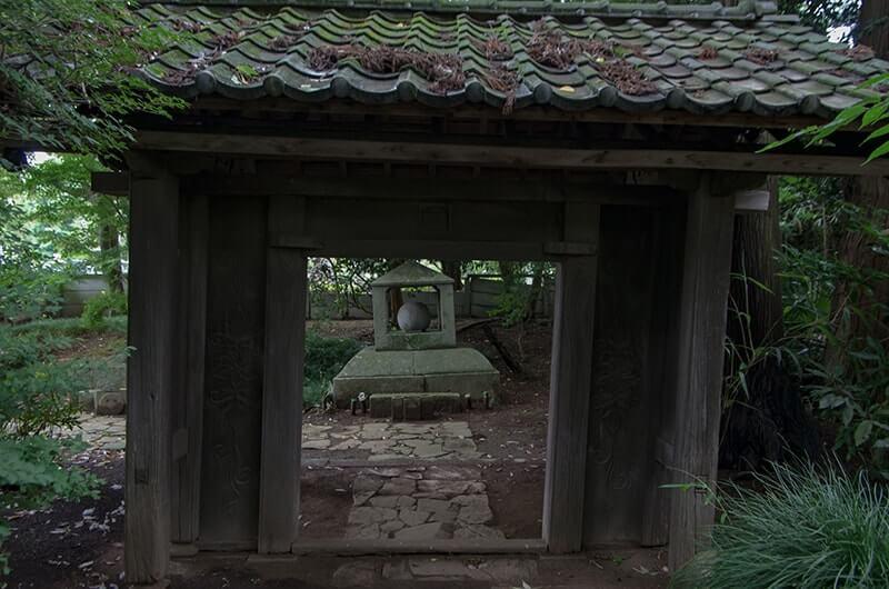 中山備前守信正の墓