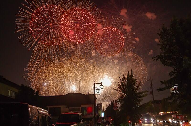 町中で見れる花火