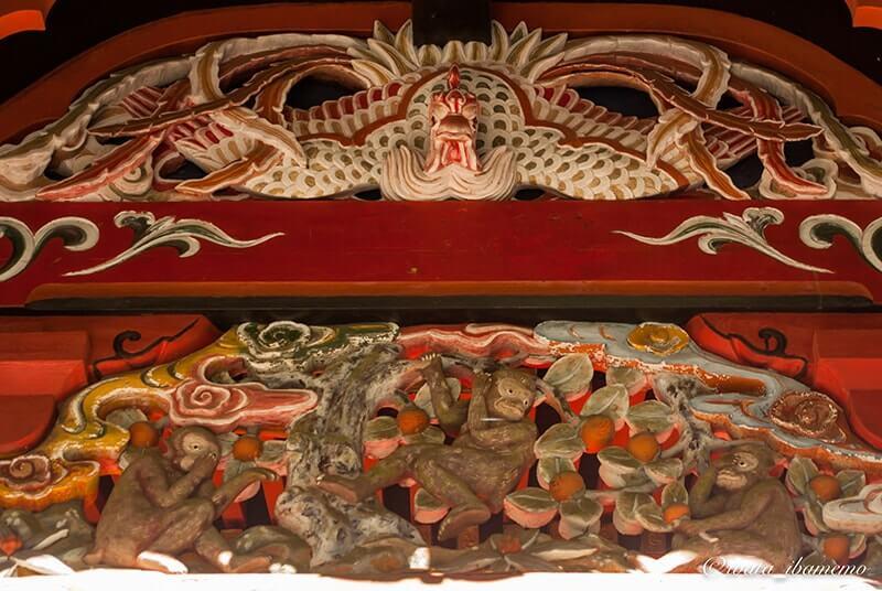 本殿の猿の彫刻