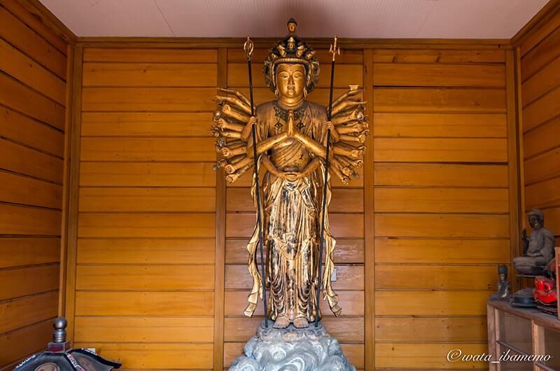 木造十一面千手観音立像(県指定文化財)