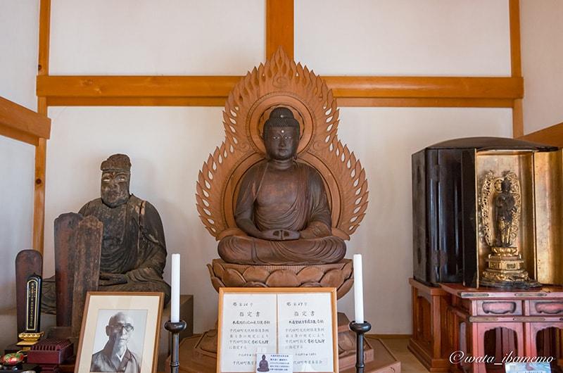 木造聖観音菩薩立像と木造阿弥陀如来坐像(かすみがうら市指定文化財)