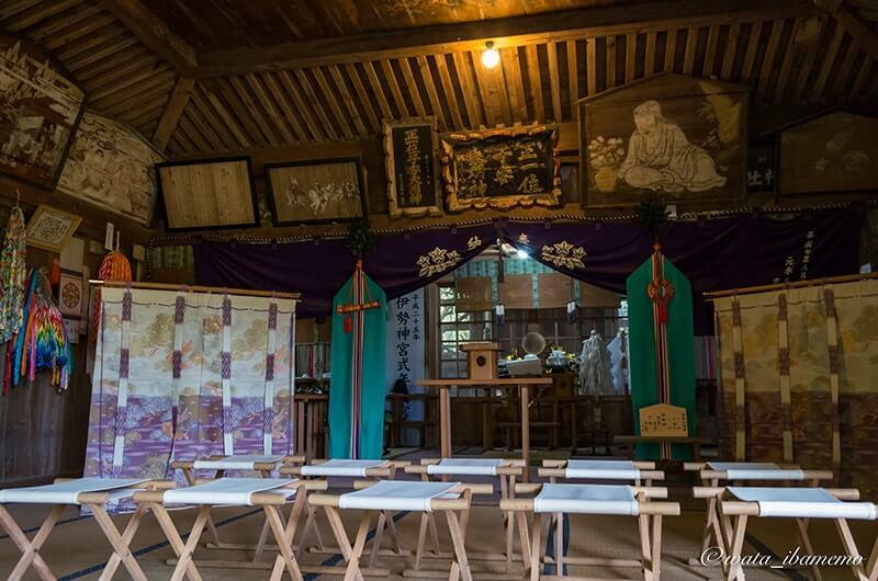 子安神社の拝殿