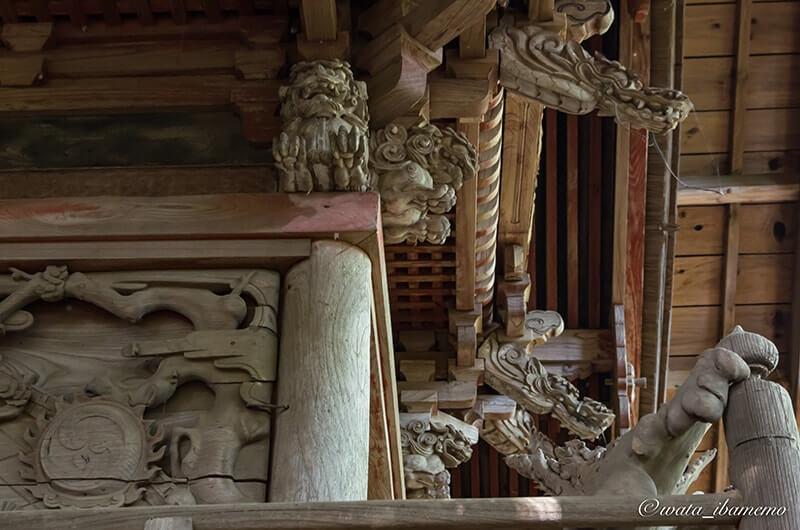 子安神社本殿の彫刻