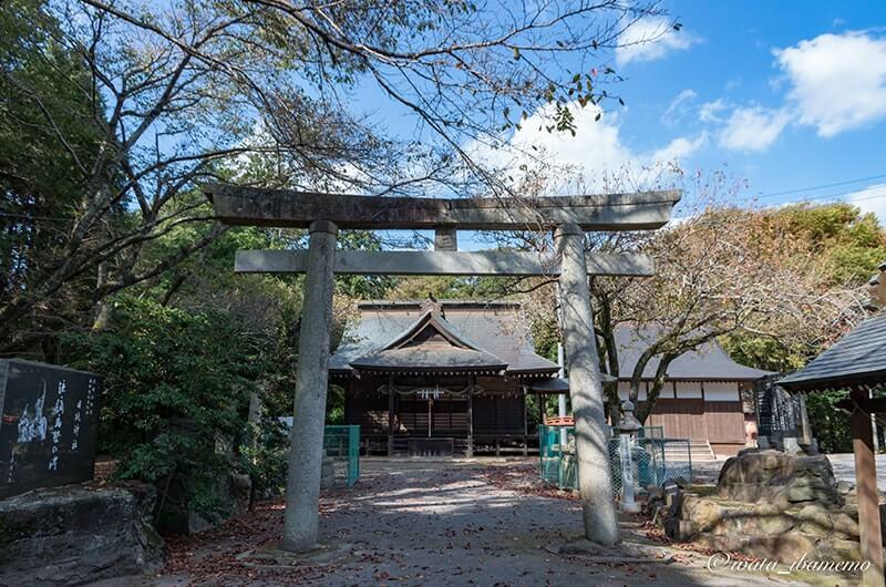 二の鳥居と社殿