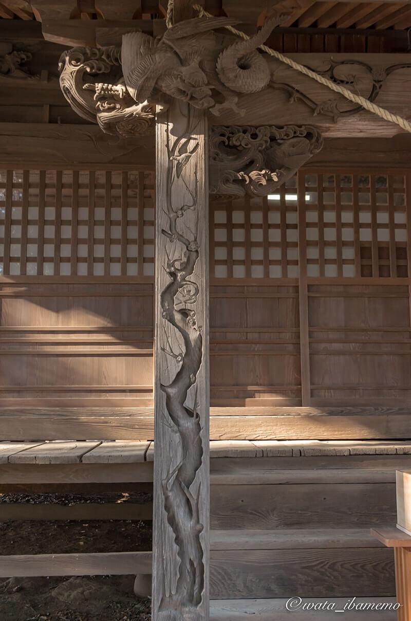 見事な社殿の彫り物