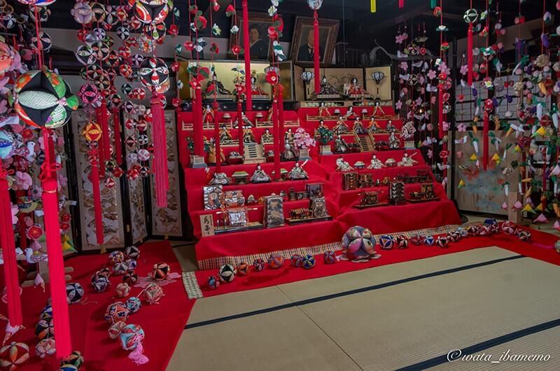 母屋の坂東ひな飾りプロジェクトの展示