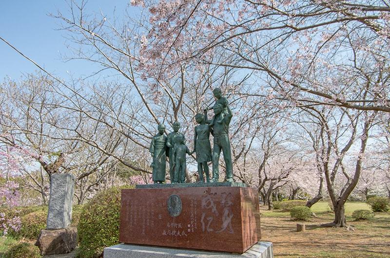 権現山公園の家族像