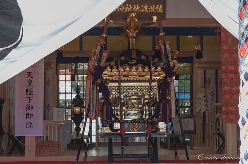 拝殿の神輿