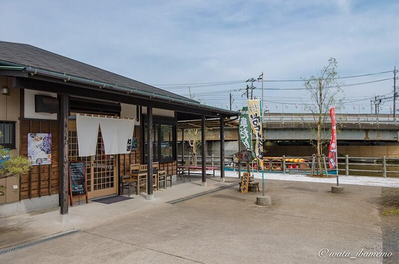 前川沿いの和源店舗