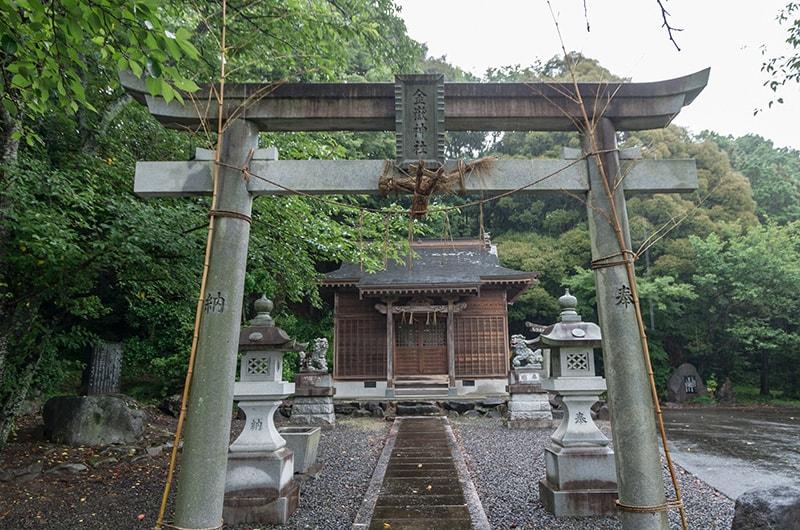 鳥居と拝殿