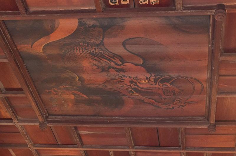 拝殿の天井絵「雲龍」