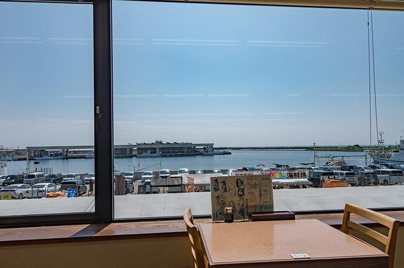 レストランから港を展望