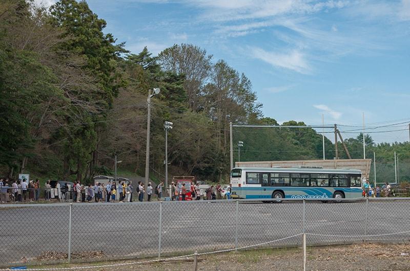 行列のシャトルバス