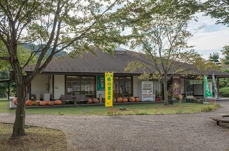 奥久慈茶の里公園(売店とレストラン)