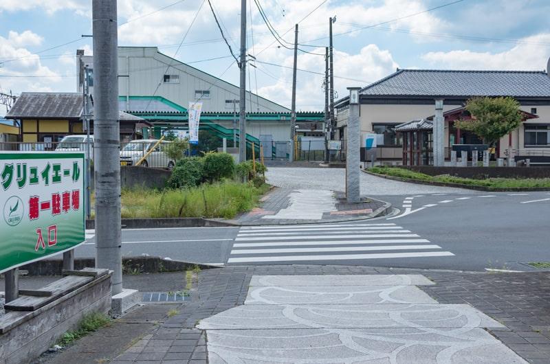 駅前の店舗および駐車場