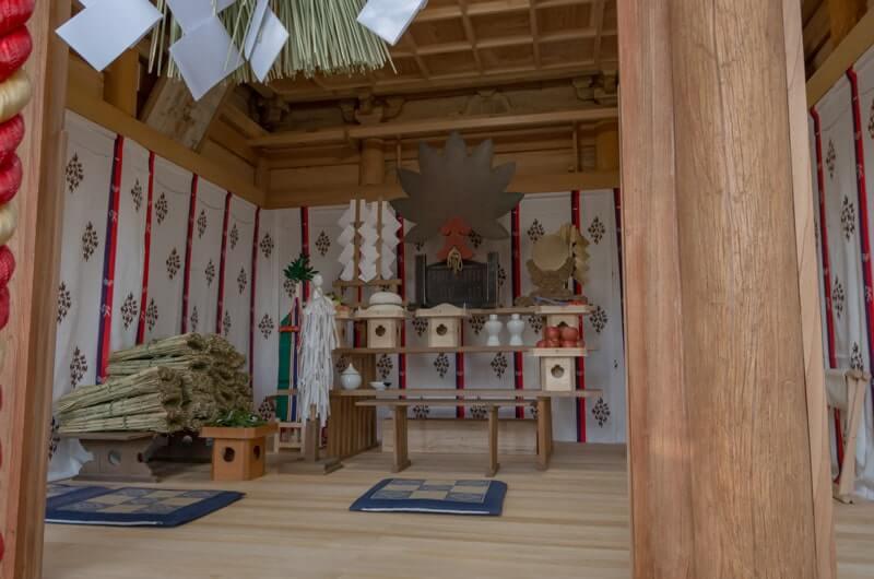 飯綱神社の社内