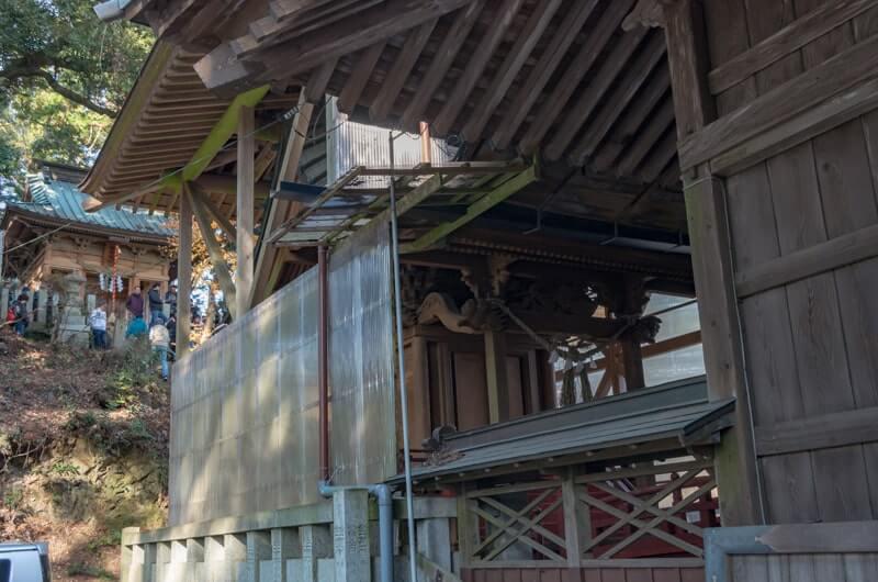 本殿と飯綱神社