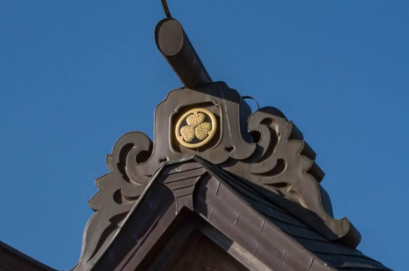 三つ葉葵の寺門