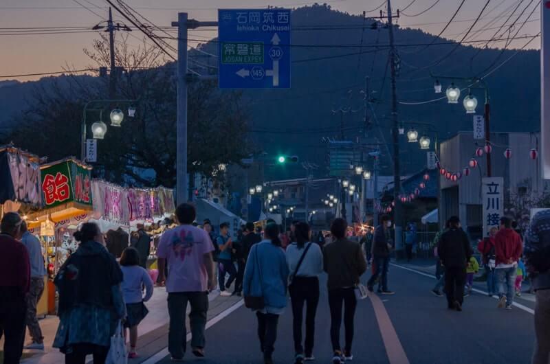 例祭の駅前通り