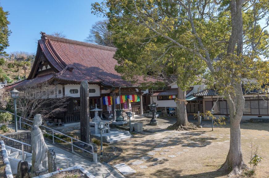長松寺の境内