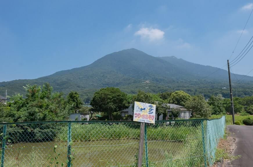 古墳となりの八幡池から見る筑波山