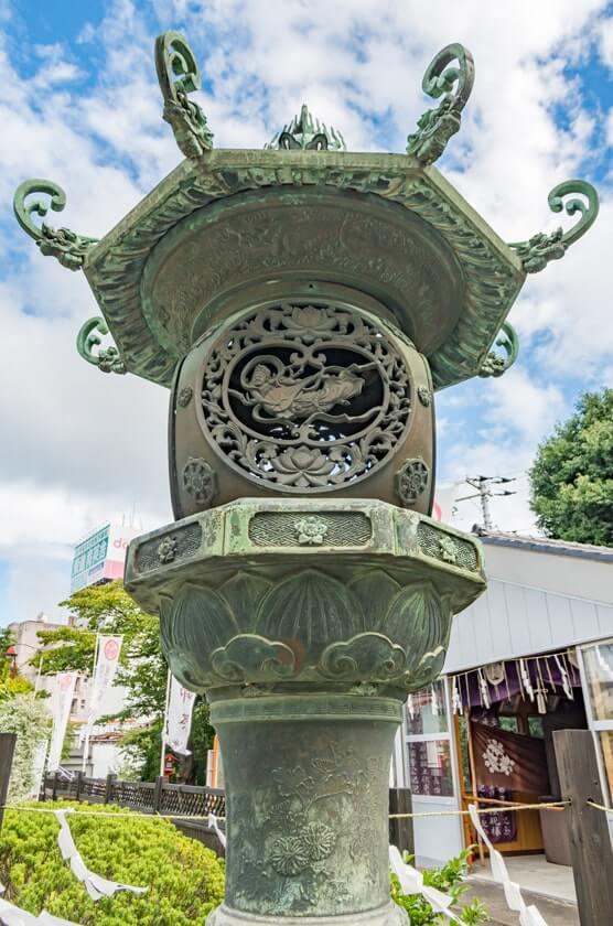 青銅の灯籠(水戸市指定文化財)