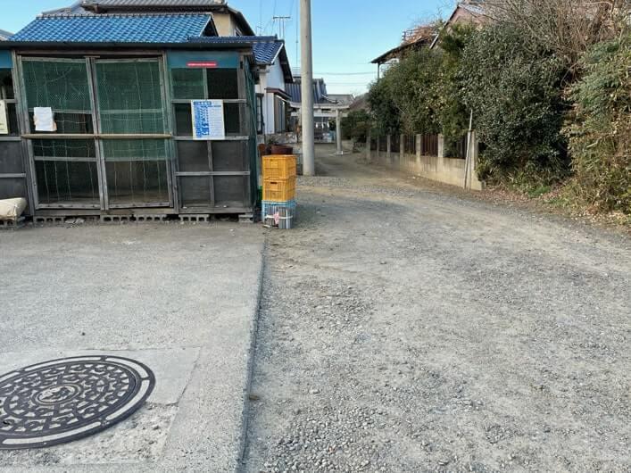 駐車スペースは集積所の隣