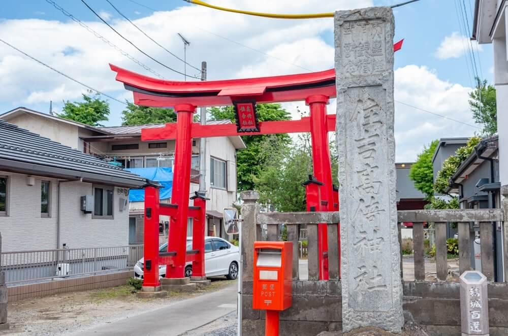 住吉神社の社号標と鳥居