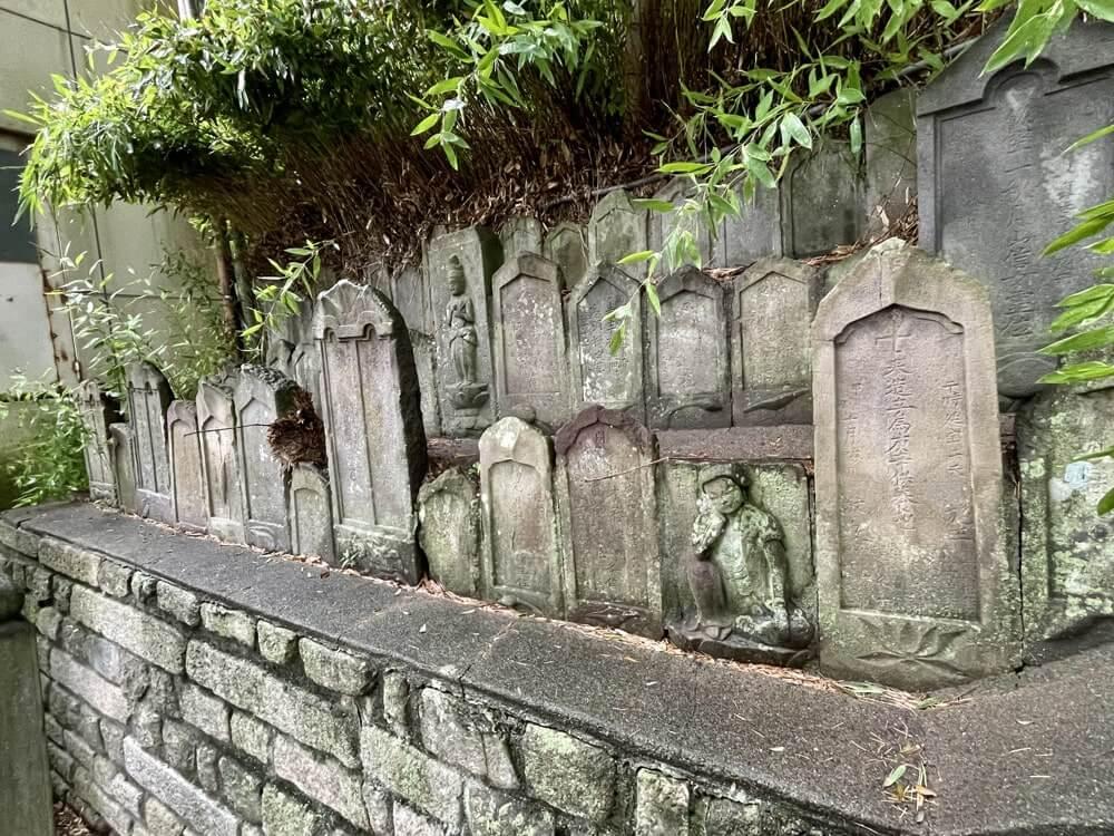 石仏と供養塔